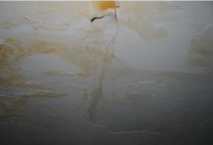 Dommages causés par l'eau sur le toit